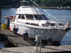 Motorjacht Princess 37 mit Flybridge für 6 Personen,